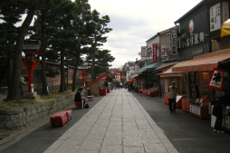 street with places to eat near fushimi inari, kyoto