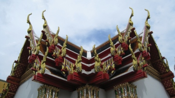 red rood temple in bangkok