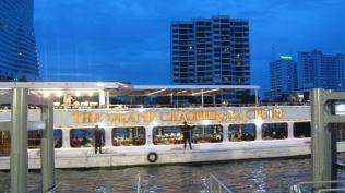 chaophraya cruise in bangkok